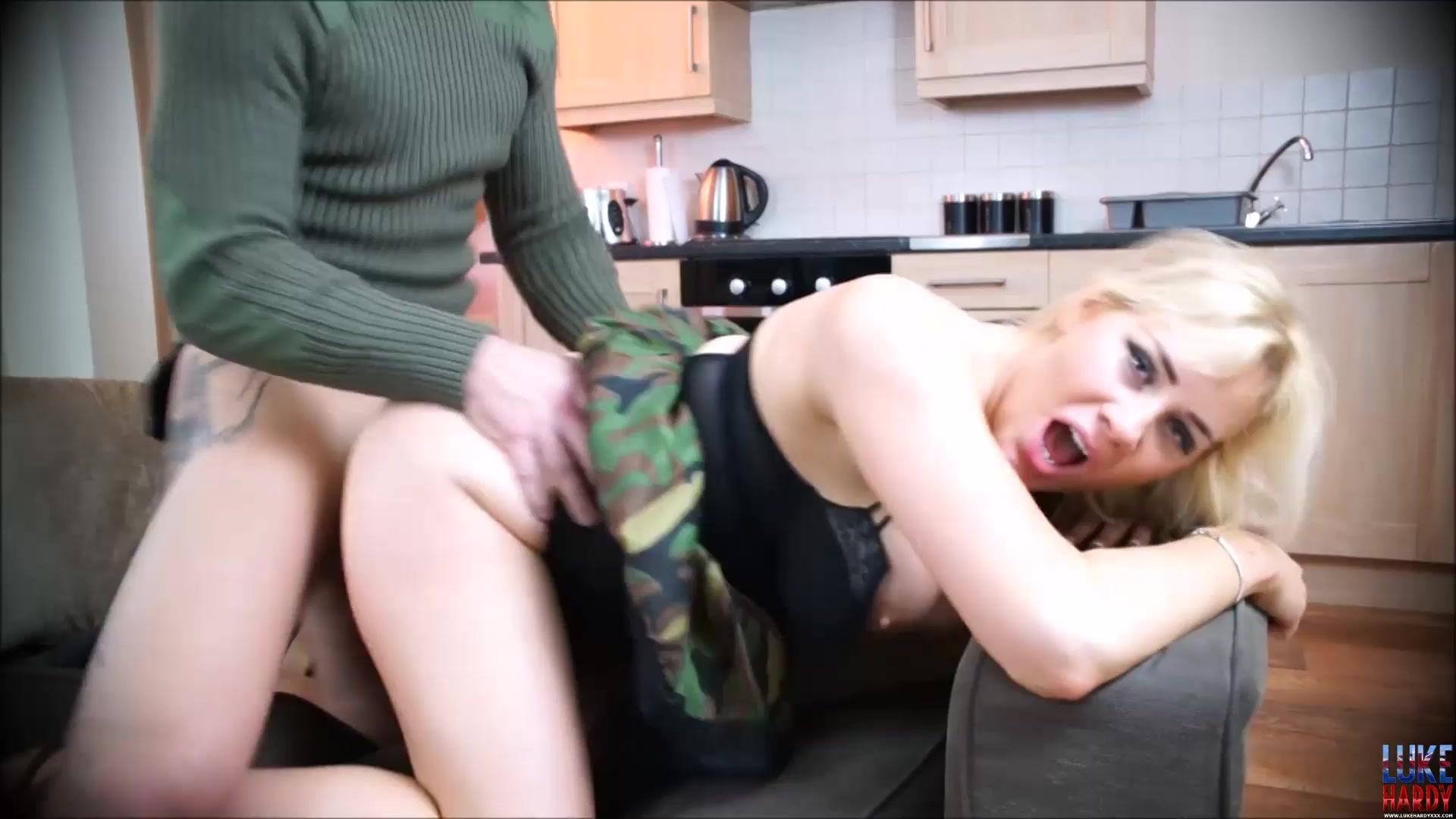 Amateur couch fuck big tits