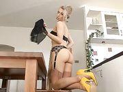 hot heels blonde